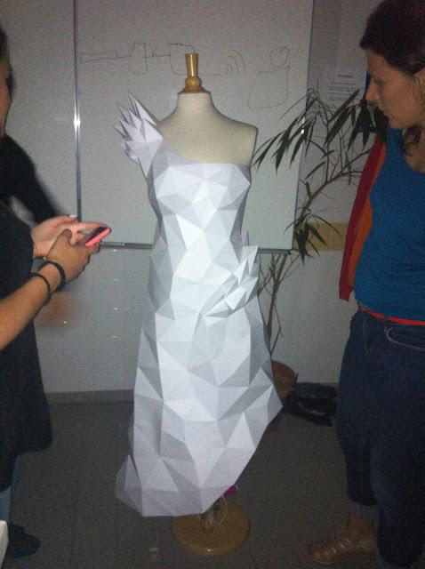 sculpture papier paper pepakura polygone lowpoly dress robe paperdress